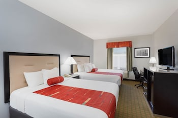 Room, Multiple Beds, Non Smoking (1 Queen Bed & 1 King Bed)