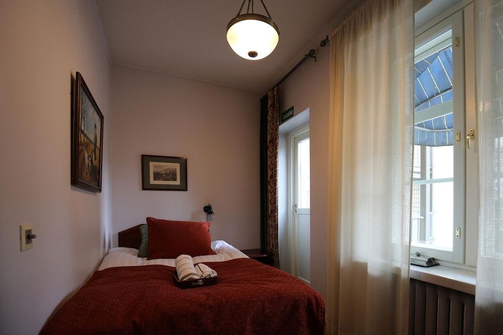 https://i.travelapi.com/hotels/2000000/1640000/1636400/1636362/1e5296b7_z.jpg