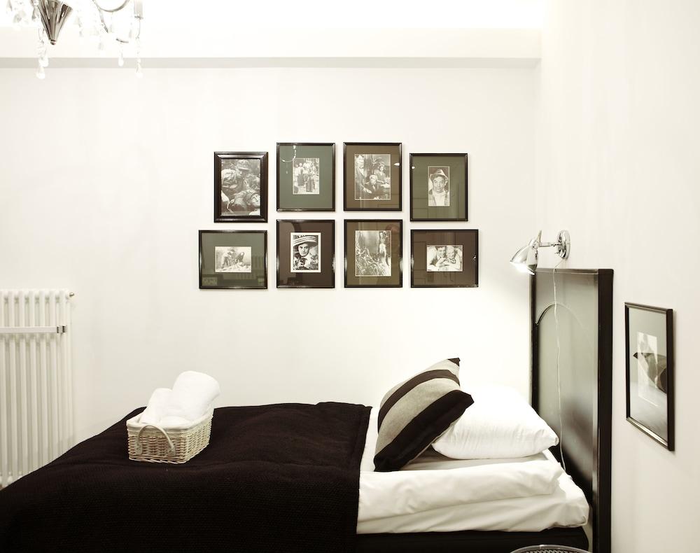 https://i.travelapi.com/hotels/2000000/1640000/1636400/1636362/97da4199_z.jpg