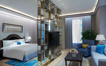Executive Deluxe Business Suite Room