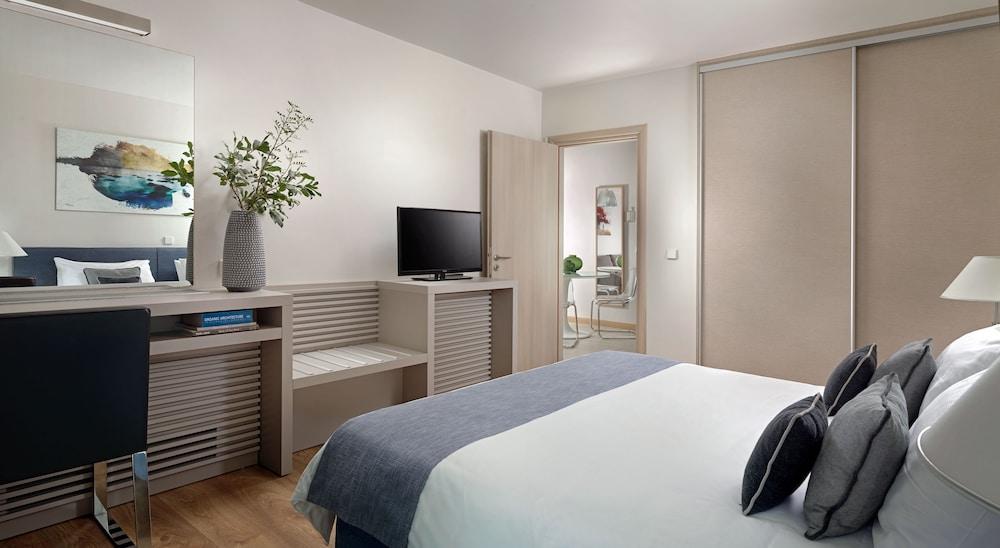 https://i.travelapi.com/hotels/2000000/1640000/1639900/1639808/d6a8c7cb_z.jpg