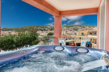 Royal Suite, 1 Bedroom, Jetted Tub, Sea View