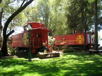 Featherbed Railroad Bed and Breakfast Resort