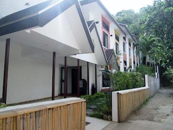 Microtel Boracay Hotel Entrance