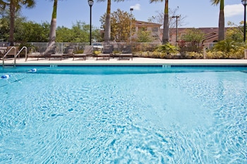 西棕櫚灘地鐵中心智選假日套房飯店 Holiday Inn Express & Suites West Palm Beach Metrocentre, an IHG Hotel