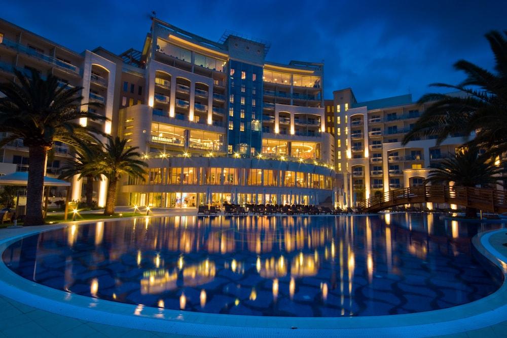 https://i.travelapi.com/hotels/2000000/1650000/1648200/1648199/077db1df_z.jpg
