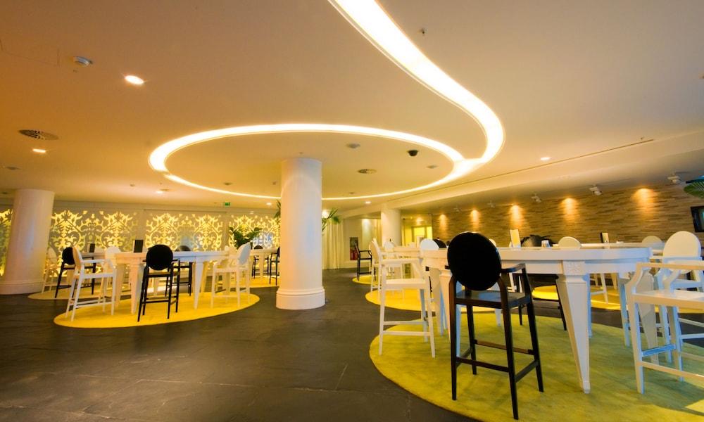 https://i.travelapi.com/hotels/2000000/1650000/1648200/1648199/1fee5249_z.jpg