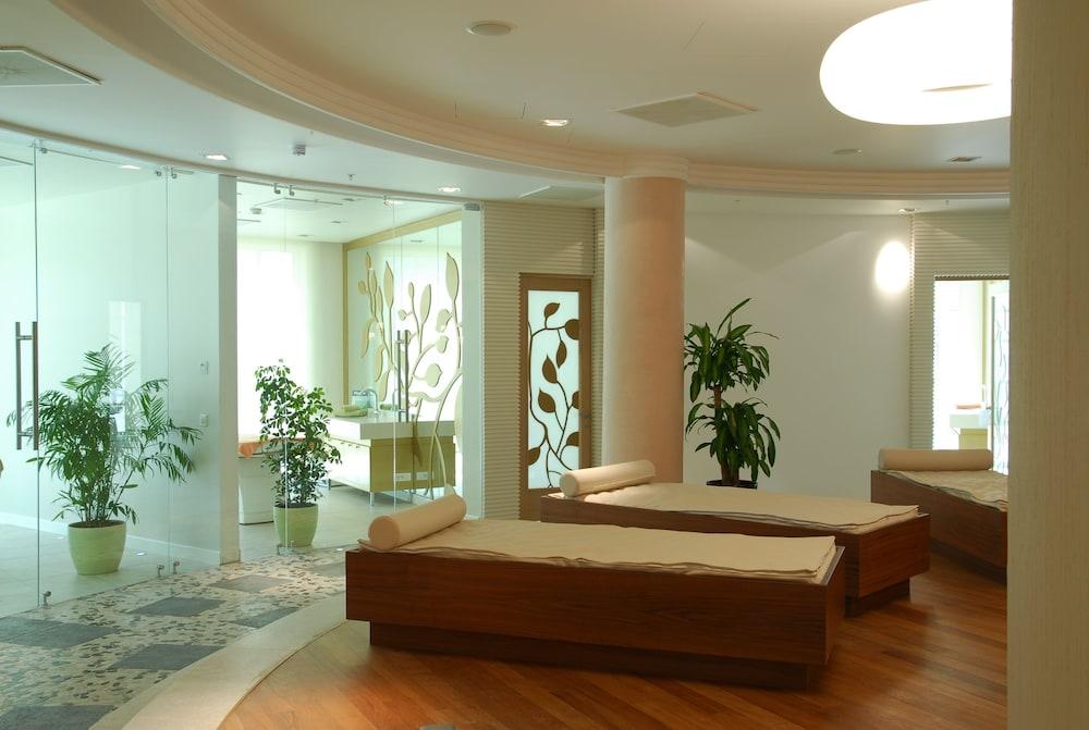 https://i.travelapi.com/hotels/2000000/1650000/1648200/1648199/52766828_z.jpg