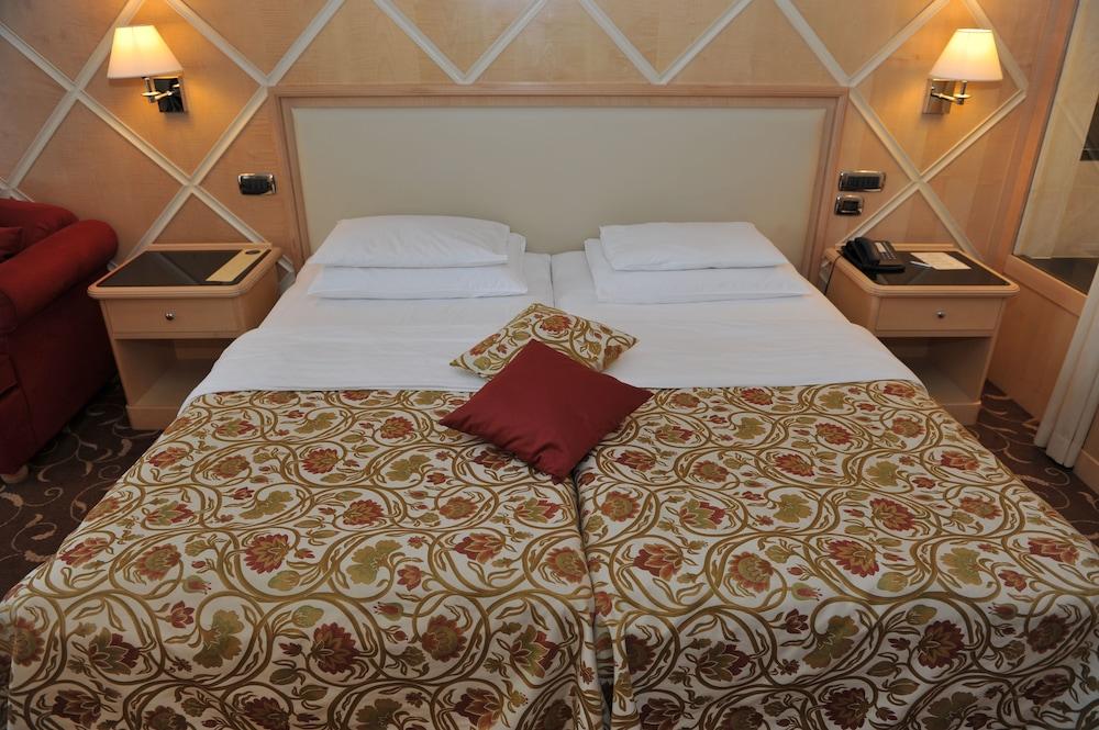 https://i.travelapi.com/hotels/2000000/1650000/1648200/1648199/7dec77f8_z.jpg