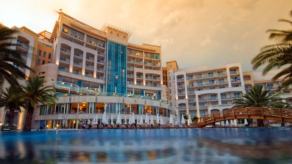 https://i.travelapi.com/hotels/2000000/1650000/1648200/1648199/8371ff89_z.jpg