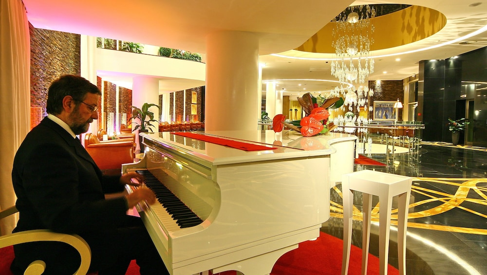 https://i.travelapi.com/hotels/2000000/1650000/1648200/1648199/c0abcc4e_z.jpg