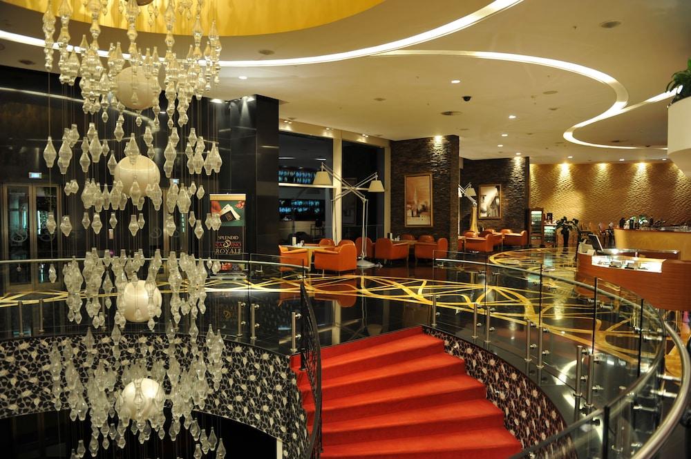 https://i.travelapi.com/hotels/2000000/1650000/1648200/1648199/ec85e2d7_z.jpg