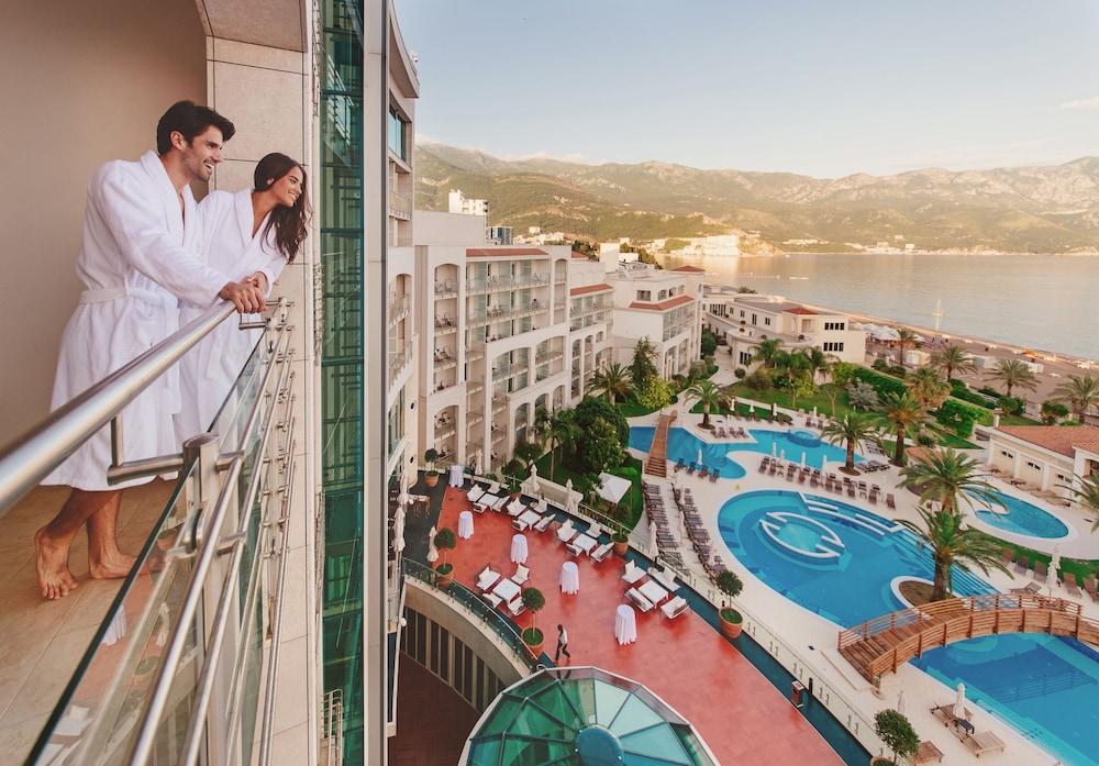 https://i.travelapi.com/hotels/2000000/1650000/1648200/1648199/fac526c9_z.jpg