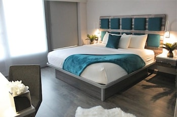 Signature Collection King Bed Mobility Accessible