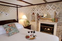 Luxury Queen Room With Balcony