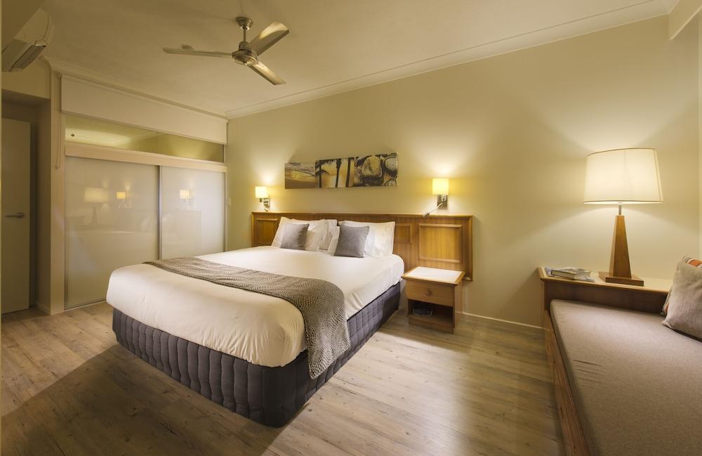 https://i.travelapi.com/hotels/2000000/1660000/1655600/1655585/7c7a2c3c_z.jpg