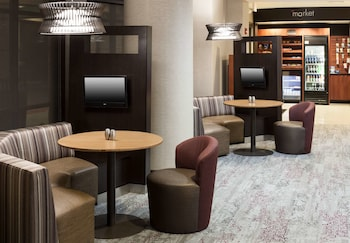 Lobby Sitting Area at Courtyard by Marriott Suffolk Chesapeake in Suffolk