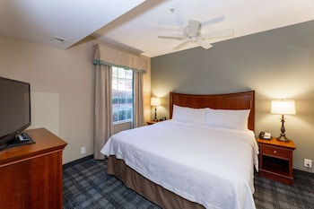 Suite, 1 King Bed, Accessible, Bathtub