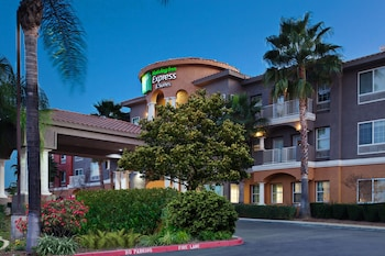 Hotel - Holiday Inn Express Hotel & Suites Corona
