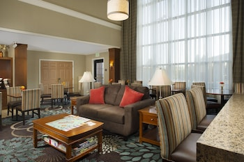 Lobby at Staybridge Suites Baltimore BWI Airport in Linthicum Heights