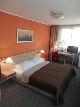 Standard Triple Room, City View