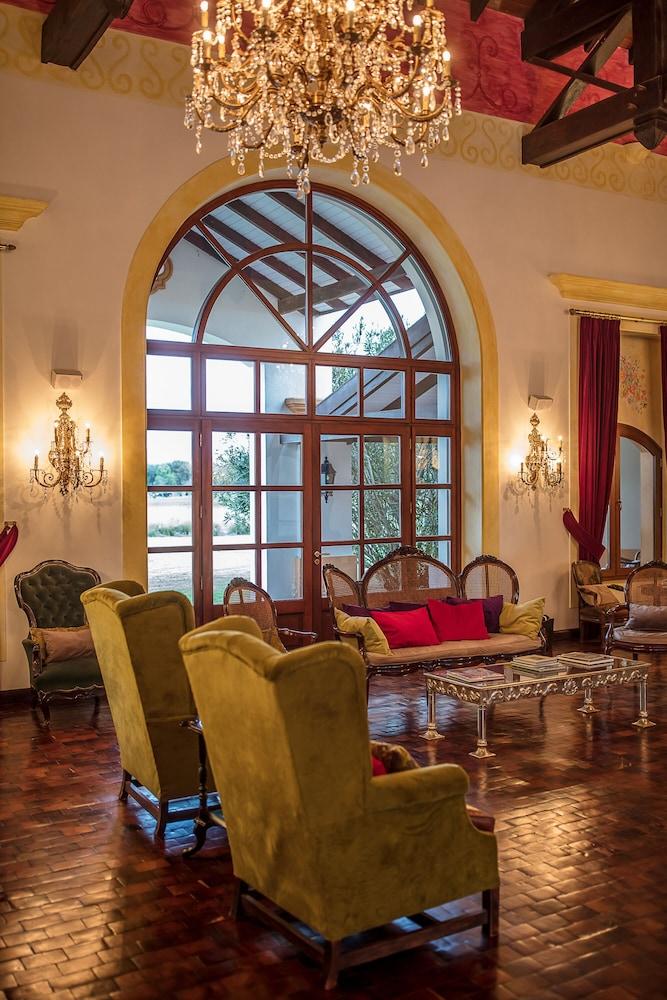 https://i.travelapi.com/hotels/2000000/1670000/1660800/1660762/7b10189b_z.jpg