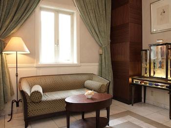 HOTEL MONTEREY LA SOEUR GINZA Lobby Sitting Area