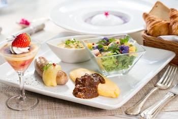 HOTEL MONTEREY LA SOEUR GINZA Breakfast Meal