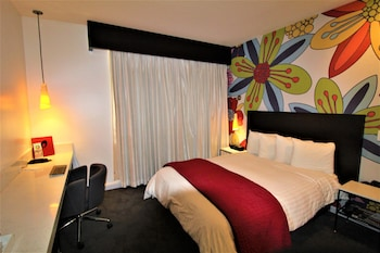 Guestroom at O Hotel in Los Angeles