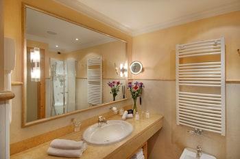Alpenpalace Deluxe Hotel & Spa Resort - Bathroom  - #0