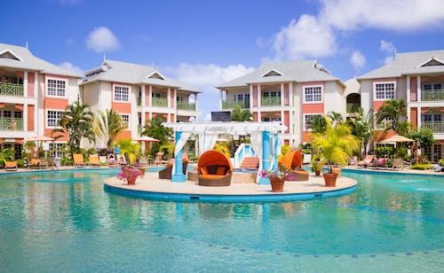 . Bay Gardens Beach Resort