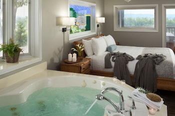 Deck-level Cottage Suite