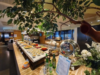 藍天麗池飯店 Azure Hotel