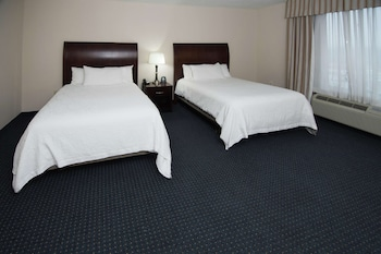 Room, 2 Queen Beds, Accessible, Bathtub (Hearing Impaired)