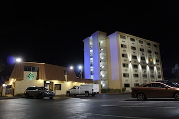 Hotel - Emerald Coast Inn And Suites