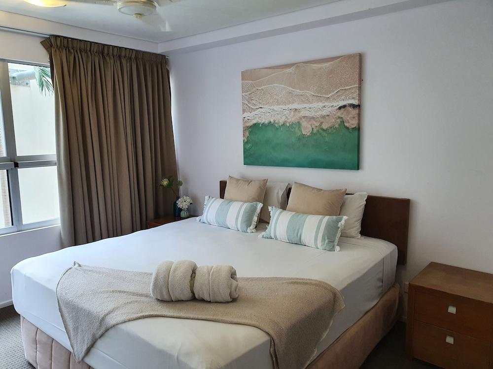 https://i.travelapi.com/hotels/2000000/1680000/1674800/1674760/22f0300b_z.jpg