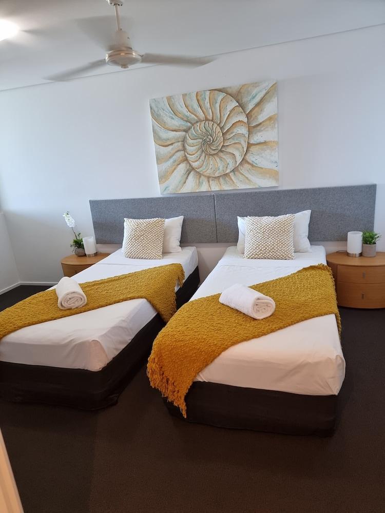 https://i.travelapi.com/hotels/2000000/1680000/1674800/1674760/b8af5dd0_z.jpg