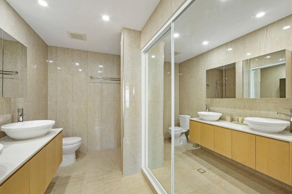 https://i.travelapi.com/hotels/2000000/1680000/1674800/1674760/e59c8fdb_z.jpg