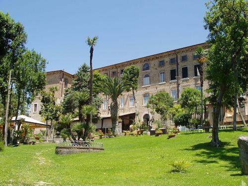 . Hotel Il Cavalier D'Arpino