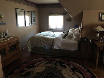 Executive Suite, 2 Bedrooms, Private Bathroom (The Governor's Suite)