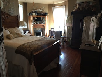 Romantic Room, 1 Queen Bed, Private Bathroom (Anne's Room)
