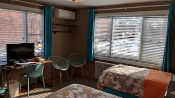 Room (12)