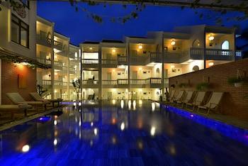 極光河畔飯店及會安別墅飯店