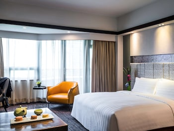 Executive Room, 1 King Bed, City View, Executive Level
