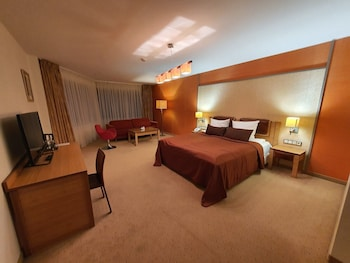 Deluxe Room (with free SPA access 08:00 – 12:00)