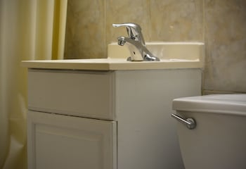 Eldorado Motor Inn - Bathroom Sink  - #0