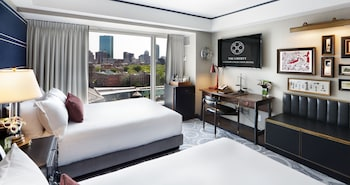 Grand Room, 2 Queen Beds, Non Smoking, City View (Upper Floor)