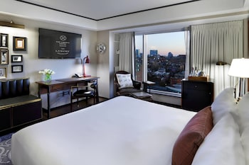 Grand Room, 1 King Bed, Non Smoking, City View (Upper Floor)