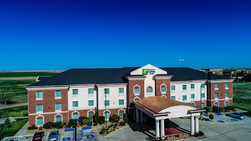 . Holiday Inn Express & Suites Pampa
