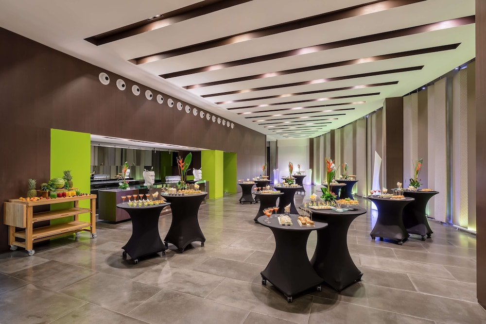 https://i.travelapi.com/hotels/2000000/1690000/1682800/1682733/020cbbeb_z.jpg